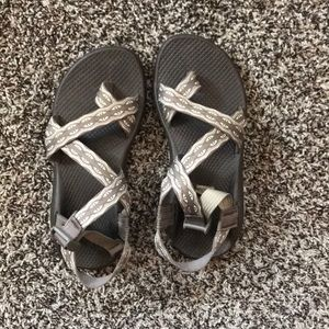 Women's Chacos w/ toe loop - used - sz 7
